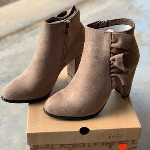 #10 Taupe Ruffle Faux Suede Boots - size 6 - Asaka